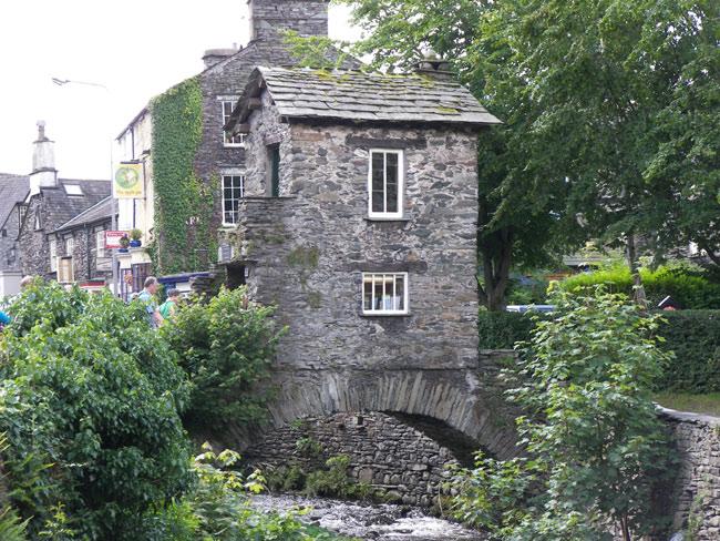 Великобритания (Англия) - Ambleside , Bridge House самый маленький домик