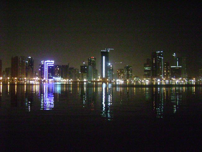 Шарджа ночью - фото flickr.com