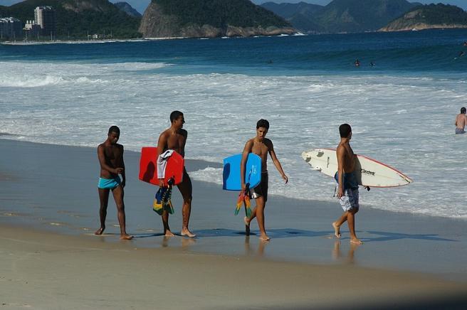 Рио-де-Жанейро - серферы - пляж - волны