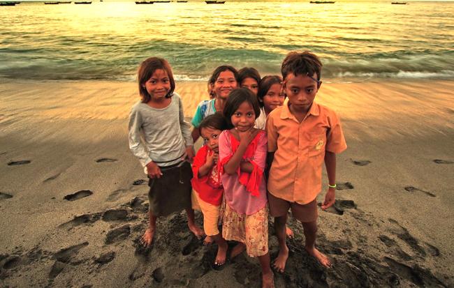 Ломбок, дети на пляже flickr.com