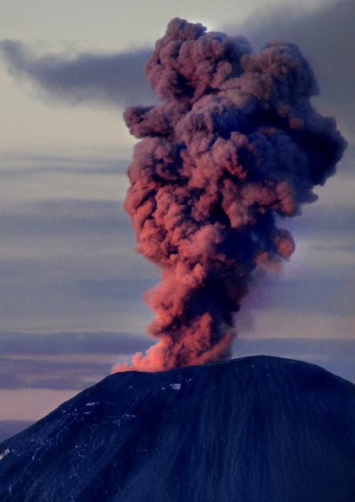 Гора Бромо, дымящийся вулкан, остров Ява, фото