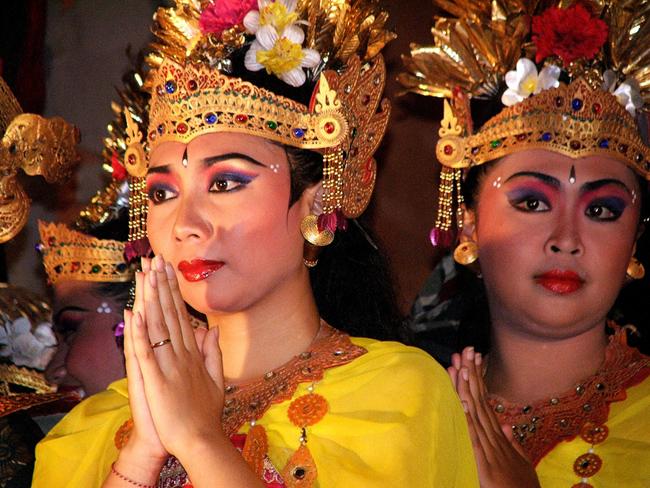 Национальный костюм и танец на Бали, фото