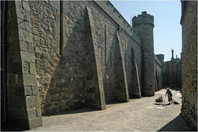 Дворец - недалеко от Алупки - Воронцовский