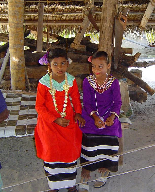 Мальдивы - национальная одежда - девушки