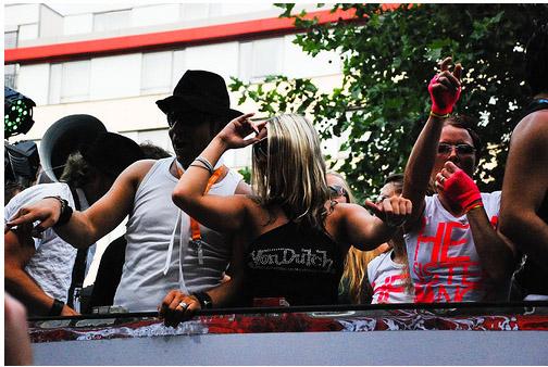 Девушки на Параде Любви - фото flickr.com
