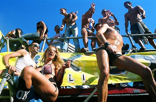Голые девушки и мальчики на Параде Любви - фото flickr.com