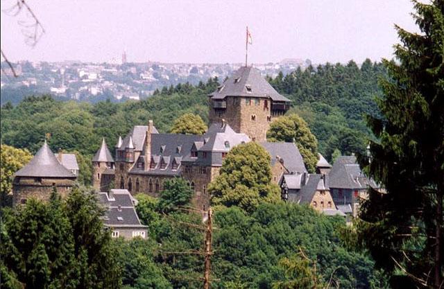 Замки Германии: Замок Бург - фото flickr.com