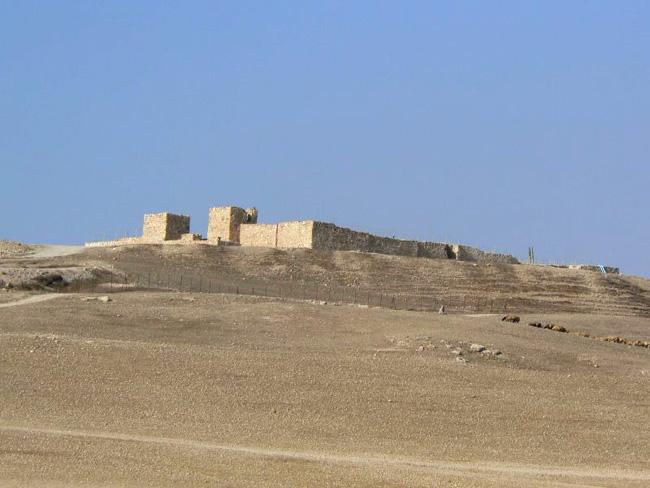 Стены древнего города Лахиш - фото