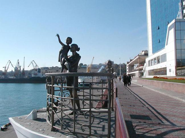Одесса - Памятник жене моряка - фото