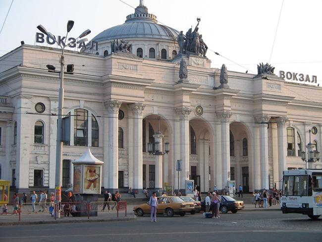 Железнодорожный вокзал в Одессе - фото