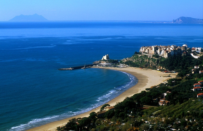 Ривьера-Лацио - городок Сперлонга - Италия - фото
