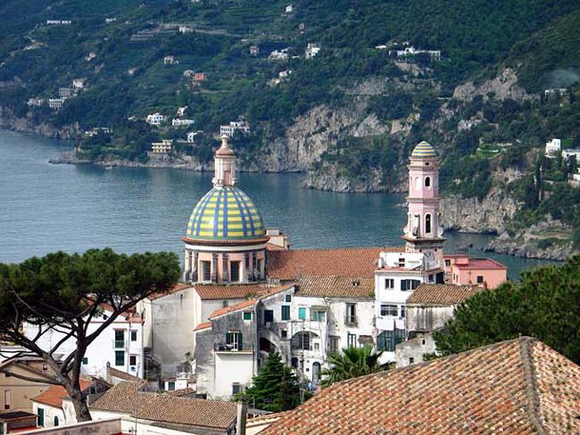 Италия - город Вьетри-Сул-Маре - фото