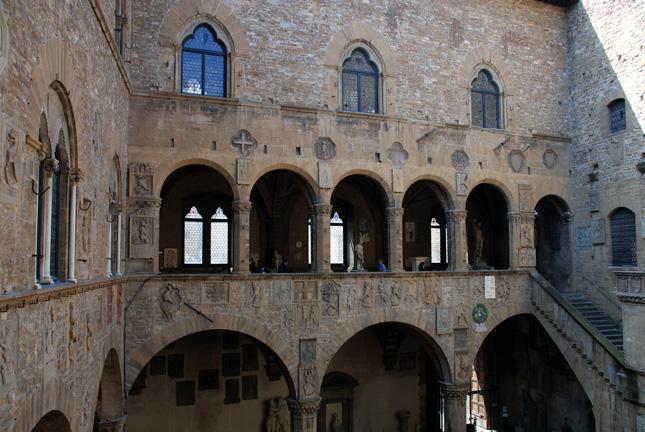 Барджелло - художественный музей во Флоренции -     была раньше тюрьмой