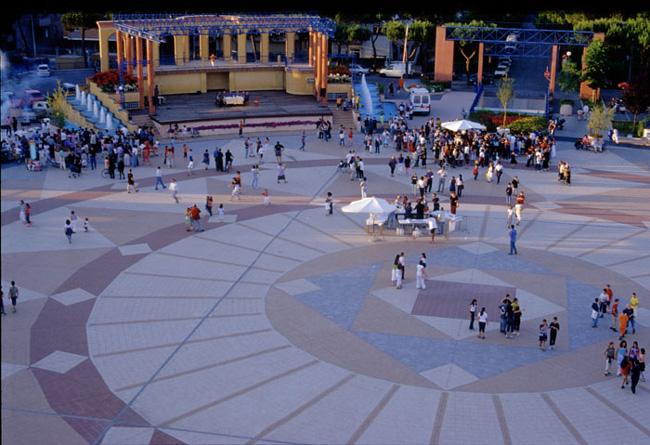 Площадь Республики - фото