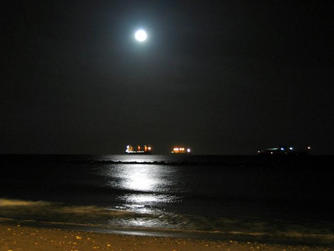 Кипр - Лимассол - ночь фото flickr.com