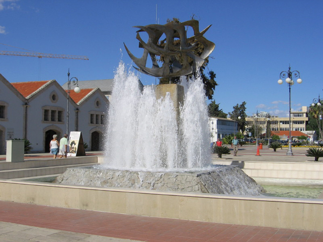 Ларнака - Кипр - фонтан - фото