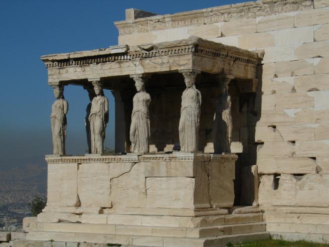 Портик Дочерей. Пристройка Эрехтейона. Впоследствии византийцы назвали этих девушек Кариатидами. Греция