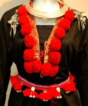 Женские украшения во Вьетнаме - фото