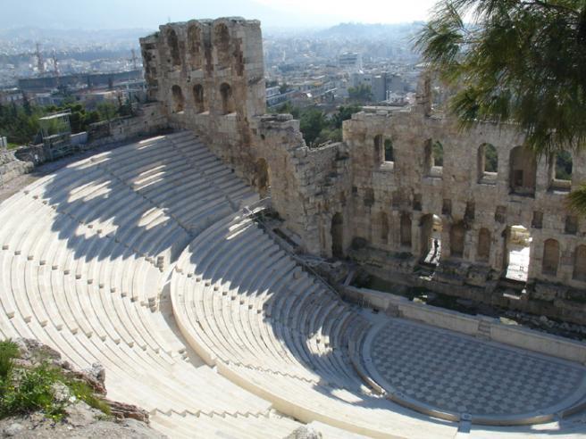 Греция. Одеон Ирода Еще один театр неподалеку от Акрополя. Он был построен на 3 века позже, уже при римлянах. Реставрация почти закончена и там даже проходят концерты.