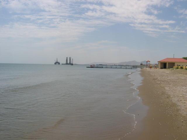 Пляж в Баку - фото