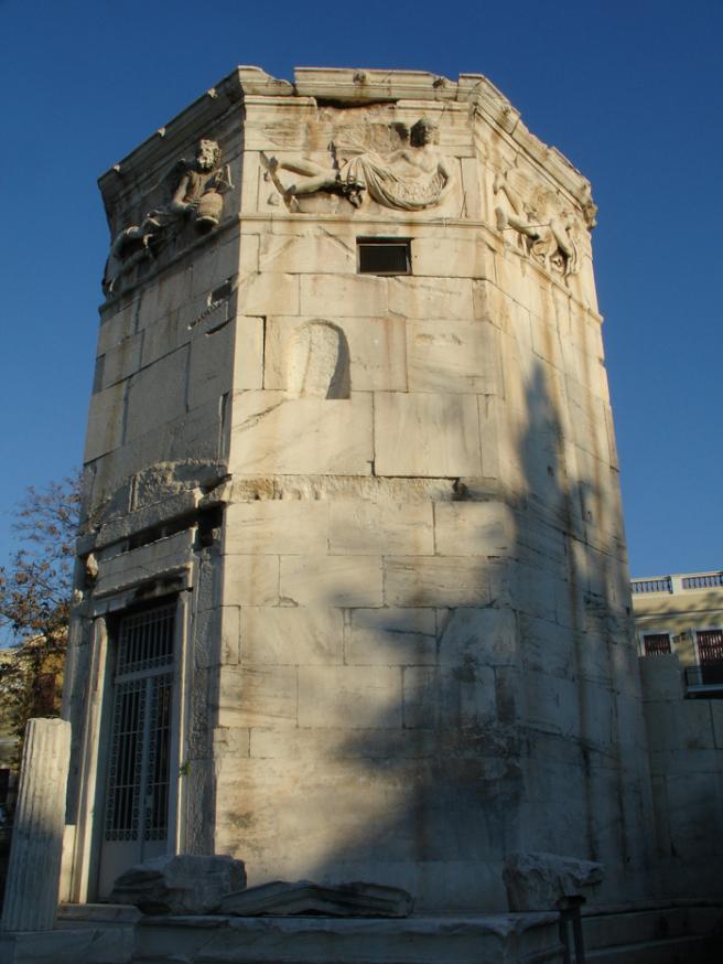 Греция. Башня ветров В середине 1 века до н.э. астроном Андроникос из Македонии построил эту башню в качестве обсерватории. Она использовалась также для официального счета времени (аналог нынешних служб времени). В ясные дни использовались солнечные часы, а на случай пасмурной погоды внутри были сделаны водяные.