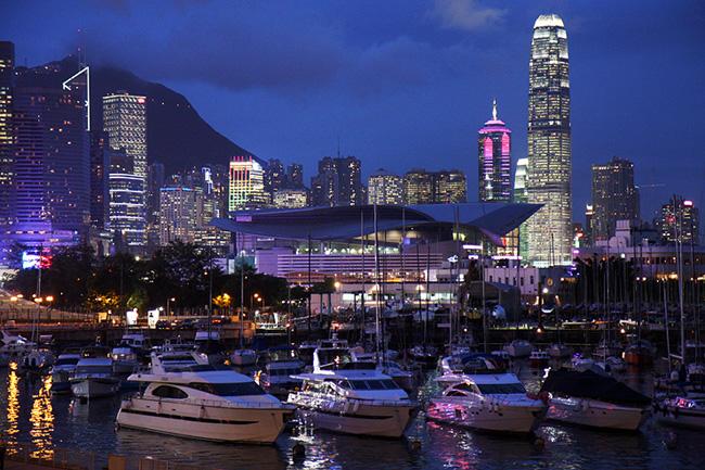 Гонконг - ночью - фото Китай