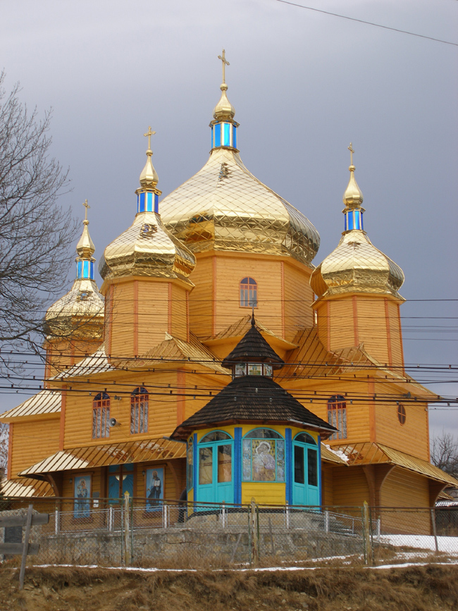 Vorohta wooden church