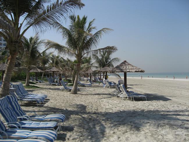 ОАЭ - пляж в Аджман - фото