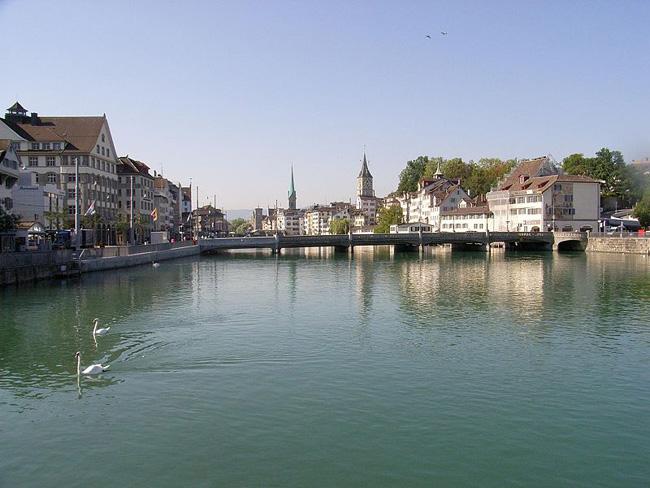 Швейцария - река Лиммат в черте Цюриха - фото ru.wikipedia.org