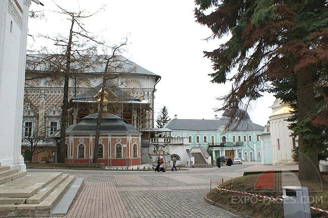 Трапезный храм и Михеевская церковь