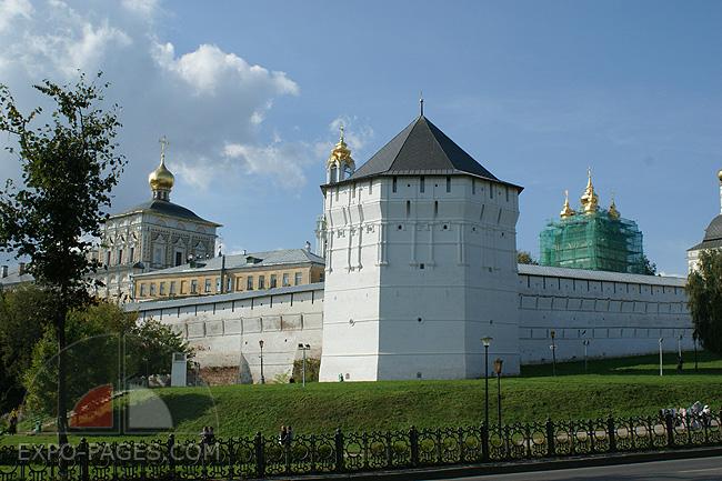 Стены Свято-Троицкой Сергиевой Лавры