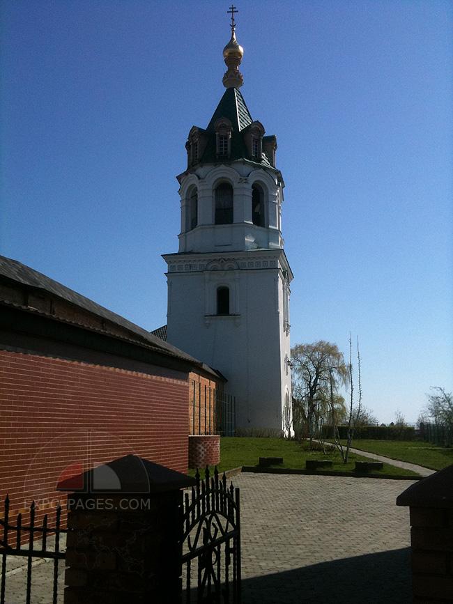 Стены и башни Зимненского монастыря - фото
