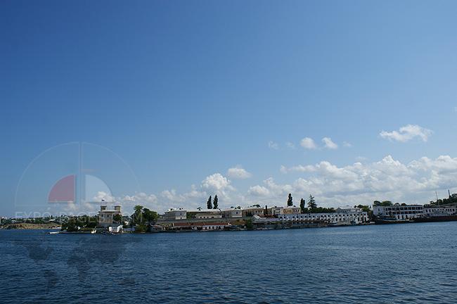 Военные корабли в Севастополе - фото