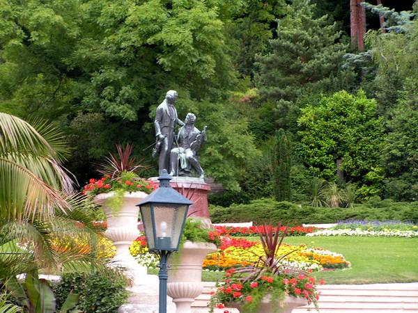 Памятник - Штраус и Легар в Курпарке