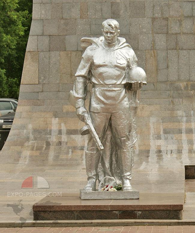 Площадь Победы - Монумент Победы
