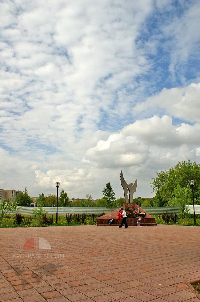Памятник Скорбящий ангел - Муром - ул. Московская - возле центрального парка