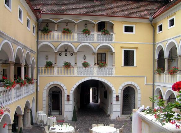 Внутренний дворик гостиницы