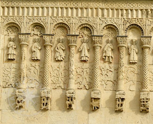 Рельефные изображения Господа, Божьей Матери, Святых, Ангелов, животных, растений