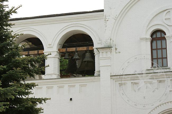 Звоница монастыря - фото