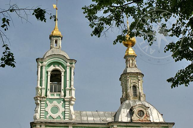 Купол и колокольня Никитской церкви во Владимире