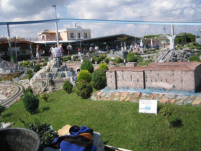 Мини-Италия - парк - где находится